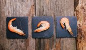 Delicious shrimps on the table — ストック写真