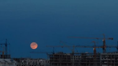 Moon over building site — Stock Video