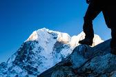 Man hiking in Himalaya Mountains — Stock Photo