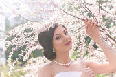 Bride in spring garden — 图库照片