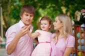 Familie met dochter — Stockfoto