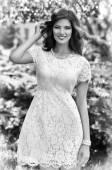 Mulher de vestido branco — Fotografia Stock