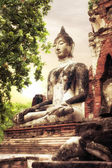 Buddha at Wat Mahathat ruins under sunset sky. Ayutthaya, Thaila — Stock Photo