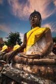 Praying Buddhas at Wat Yai Chai Mongkhon temple. Ayutthaya, Thailand — Stockfoto