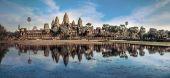Fantastisk utsikt över angkor thom templet under blå himmel. angkor wat, kambodja — Stockfoto
