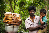 Local Indian man and his son selling wild honey. Kerala, India — Stock Photo