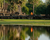 Buddhist monk at Angkor Thom temple. Angkor Wat complex, Cambodia — Stock Photo