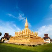 黄金の仏塔プラのルアン寺院。ビエンチャン、ラオス — ストック写真