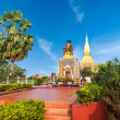 King Setthathirath statue and Pha That Luang Pagoda — Stock Photo #54501843