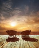 Sunset at tropical ocean beach with chairs for relaxation on woo — 图库照片