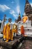 Praying Buddhas at Wat Yai Chai Mongkhon temple. Ayutthaya, Thailand — Foto de Stock