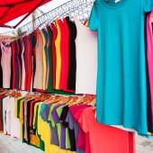 Colorful shirts for sale at market — Foto de Stock