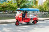Tuk-tuk moto taxi in Chang Mai, Thailand — Stockfoto