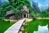 Bich Dong pagoda gate. — Stock Photo