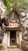 Bich Dong buddhist pagoda. — Stock Photo