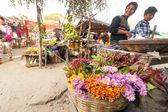 Burmese people shopping at marketplace — Стоковое фото