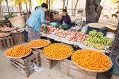 Burmese women selling fruits at market. — Stock Photo