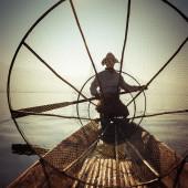 Burmese fisherman catching fish in traditional way. Inle lake, Myanmar — Stock Photo
