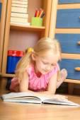 Girl reads  — Stock Photo