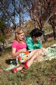 Two girls on picnic in the autumn park — Stockfoto