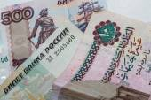 Egyptian pounds and Russian rubles close-up — Stock Photo