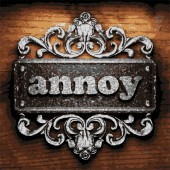 Annoy vector metal word on wood — Stock Vector