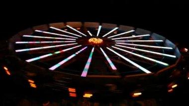 Spinning wheel in amusement park — Stock Video