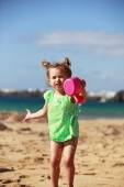 Little girl playing on beach — Stock Photo