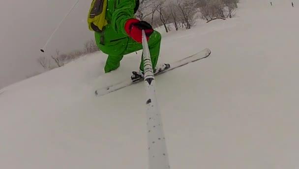 Homme sport ski alpin en hiver avec slow motion — Vidéo