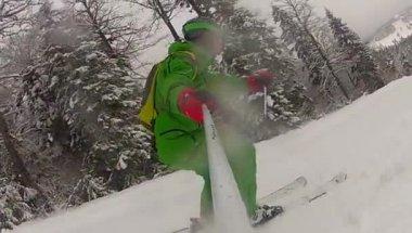 下り坂冬のスローモーションでのスキー スポーツの男 — ストックビデオ