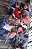 Happy teens group in school — 图库照片