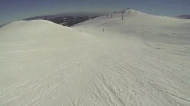 Skier going downhill  with camera on his helmet — Video Stock