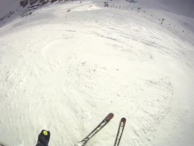 Skier going downhill  with camera on his helmet — Stockvideo