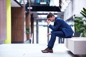 разочарованный молодой деловой человек — Стоковое фото