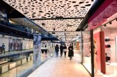 Shopping mall interior — Fotografia Stock