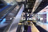 Centrum handlowe wnętrza — Zdjęcie stockowe