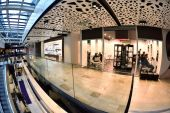 Shopping mall interior — Stock Photo