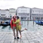 Happy couple in venice — Stock Photo #66917915