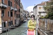 Beautiful woman in Venice — Stockfoto