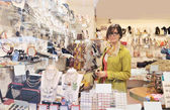 Beautiful woman in Venice in shop — Stock Photo