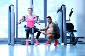 Woman exercising with her personal trainer — Stockfoto