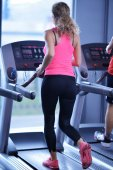 Woman exercising on treadmill in gym — Stock Photo
