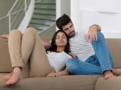 Young couple together at home — Fotografia Stock