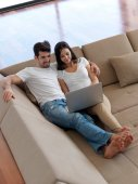 Relaxed young couple working on laptop computer — Stock Photo