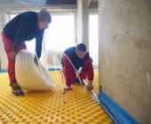 Workers installing underfloor heating system — Stock Photo