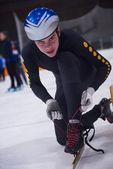 Конькобежный спорт молодых спортсменов — Стоковое фото