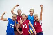 Kapalı Voleybol oynayan kızlar — Stok fotoğraf