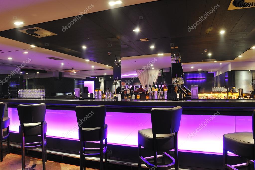 moderne bar of club interieur stockfoto shock 73816447. Black Bedroom Furniture Sets. Home Design Ideas