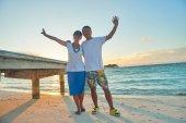 Amigos en playa hermosa — Foto de Stock