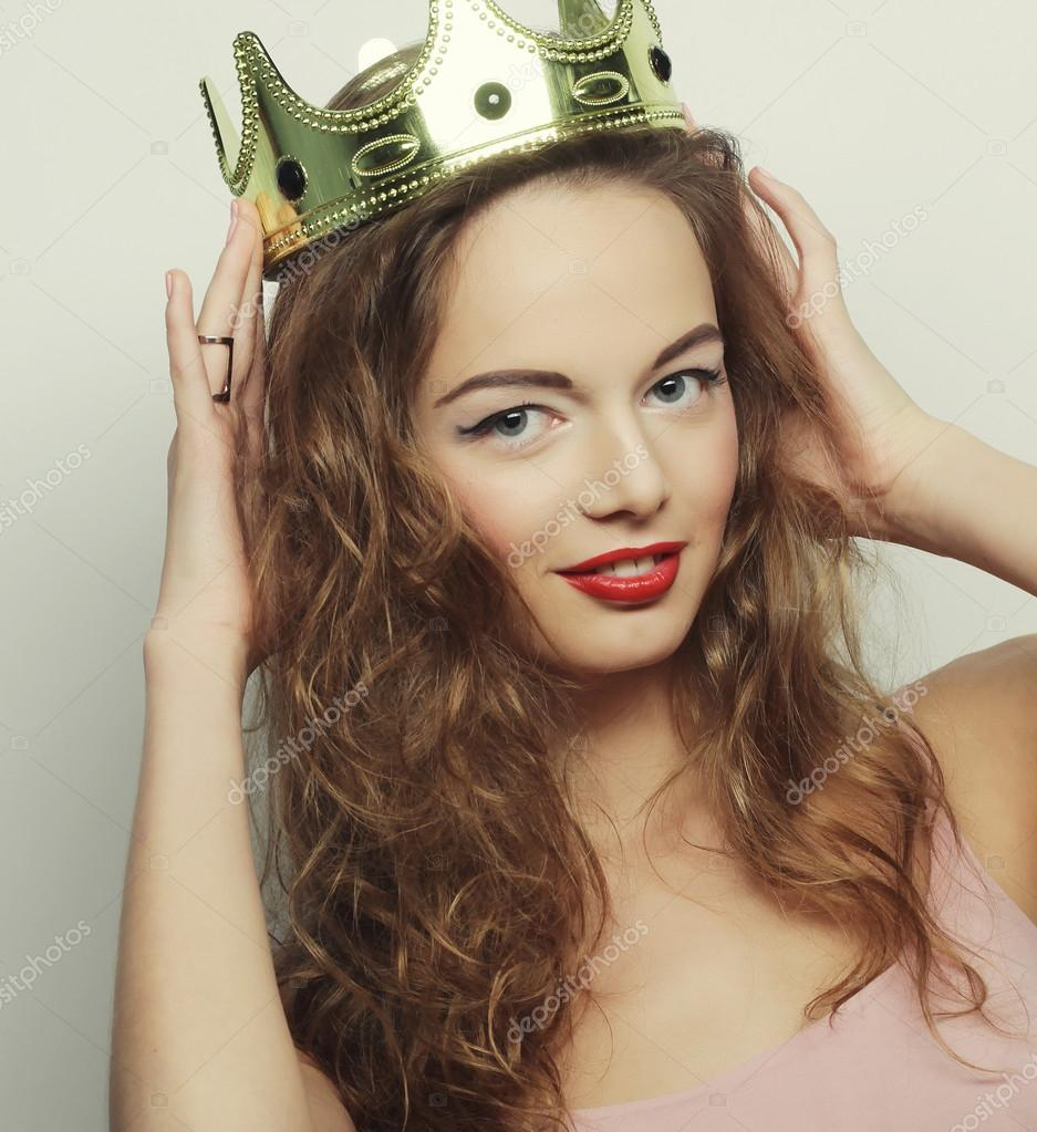 Jeune femme blonde en couronne photographie kanareva - Femme blonde photo ...
